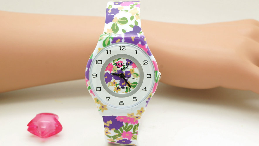 Willis Watch For Women Water Resistant Sports Wristwatch Fashion Flower Print Gift For Kids Nice Design Watches(China (Mainland))