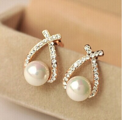 Nice shopping!! 2016 Fashion Gold Crystal Stud Earrings Brincos Perle Pendientes Bou Pearl Earrings For Woman E130(China (Mainland))