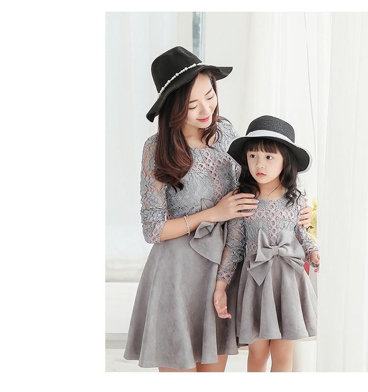 Скидки на [ Одна часть цена ] мать и дочь с бантом - узел выдалбливают рукав платье семья корейский стиль замшевые платья