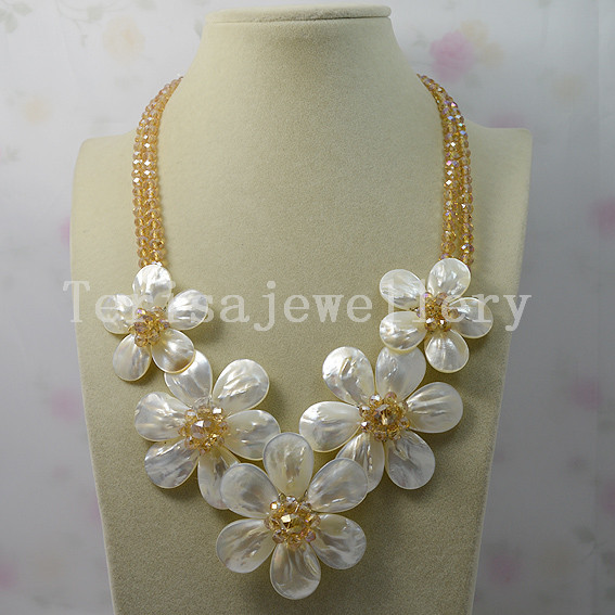 Charming Flower Necklace Gold Crystal Beads White Shell Flower Necklace Handmade Ladys Jewelry Wedding Party Gift Jewelry<br><br>Aliexpress