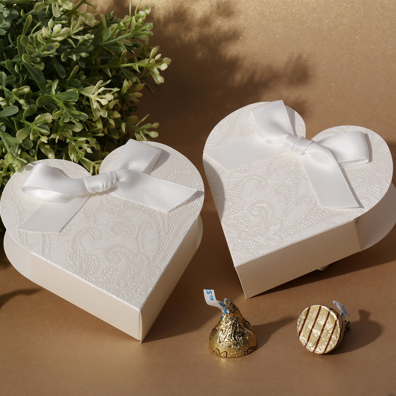 2015 elegant unique laser cut love heart candy box wedding favor box designer box cb2021 in. Black Bedroom Furniture Sets. Home Design Ideas