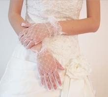 Più a buon mercato nuovo arrivo applique lace guanto nuziale accessorio di cerimonia nuziale sheer tulle economici guanti da sposa corti trasporto libero(China (Mainland))