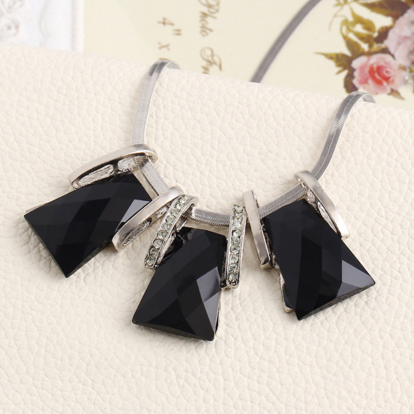 New Design Fashion Personality Plating Silver Chain Necklace Geometry Box Square Gem Choker