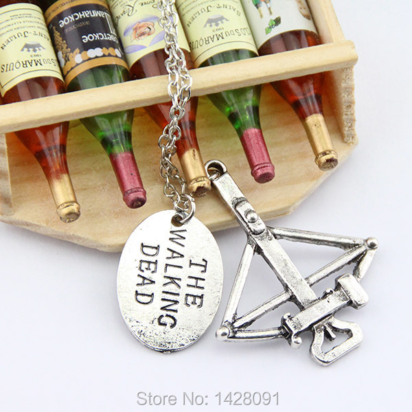"""The Walking Dead Crossbow Necklace """"FEAR THE LIVING"""" charm necklace(China (Mainland))"""