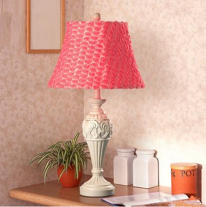 2015 new pastoral European resin lamp creative wedding Red Rose Wedding den living room bedroom bedside lamp()