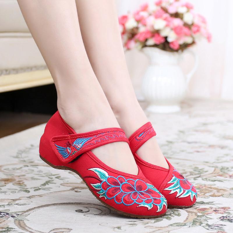 women embroidered clothing shose national flat vintage bridal shoes anti-slip Chinese old Beijing traditional wedding shoes(China (Mainland))