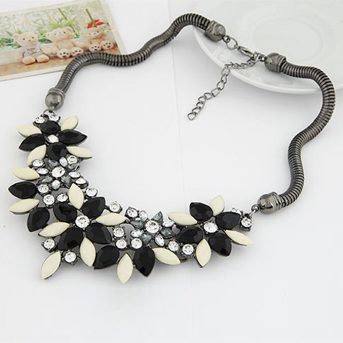 Attractive Women Necklace Luxury Resin Crystal Beads Flower Clavicle Bib Statement Power Necklace 74JU(China (Mainland))