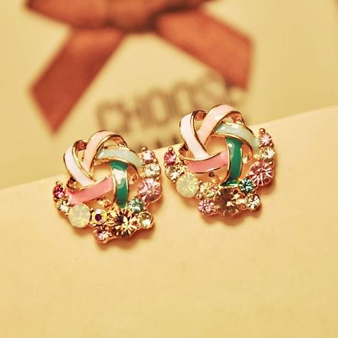 Гаджет  2015 New Korean Upscale Jewelry Wholesale Fashion Elegant Temperament Distorted Color Rhinestone Stud Earrings for Women None Ювелирные изделия и часы