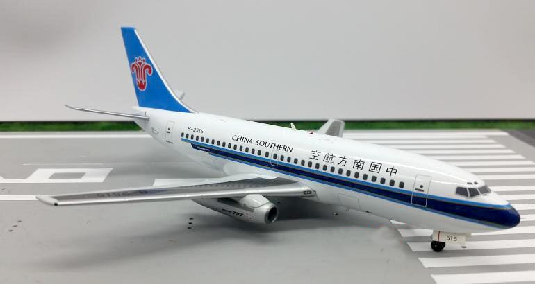 IF200 1:200 China Southern Airlines Boeing 737-200 aircraft model B-2515 Alloy collection model(China (Mainland))