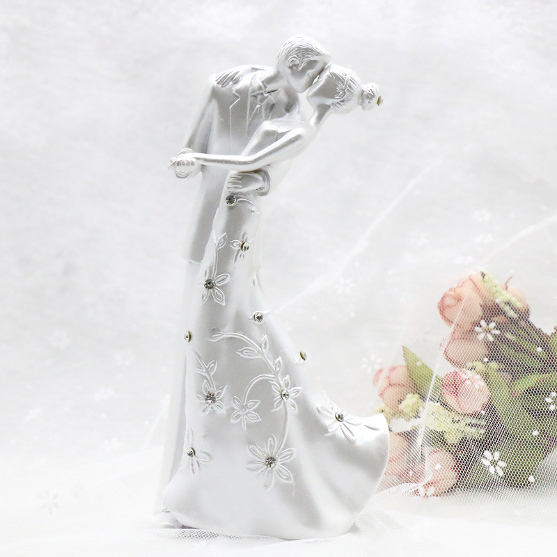 Casamento Rustic Kiss Love Couple Wedding Cake Topper Bride And Groom Cake Stand Wedding Cake Accessories Wedding Decoration(China (Mainland))