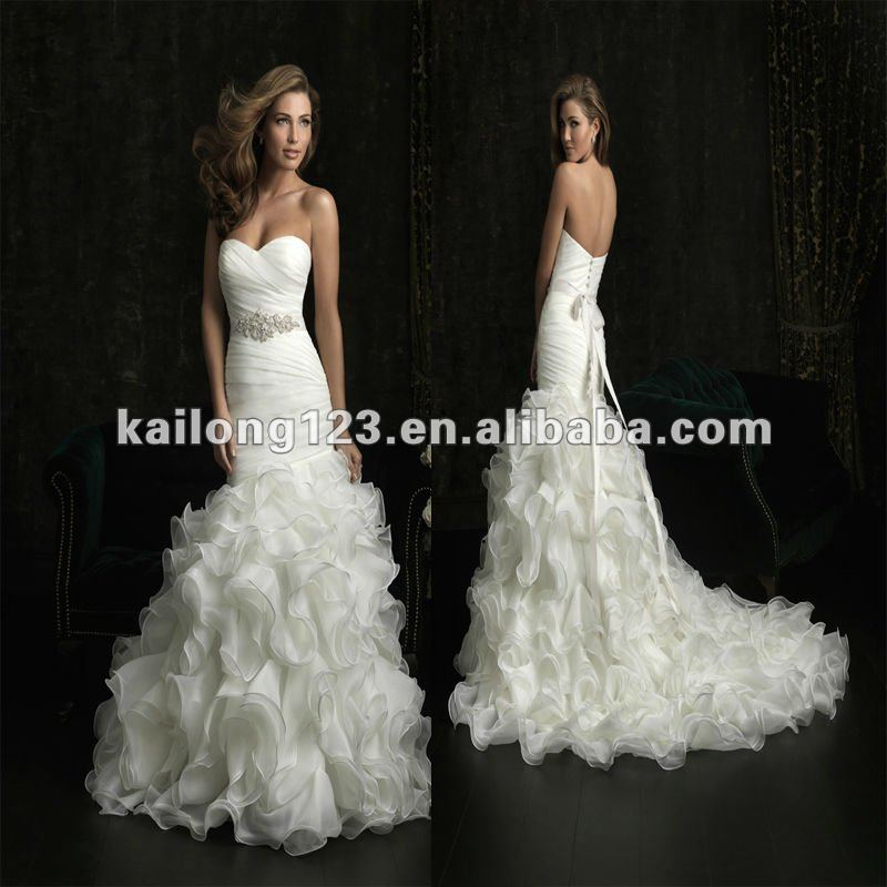 Latest sweetheart fit and flare chapel train ruched ruffle for Fit and flare ruched wedding dress