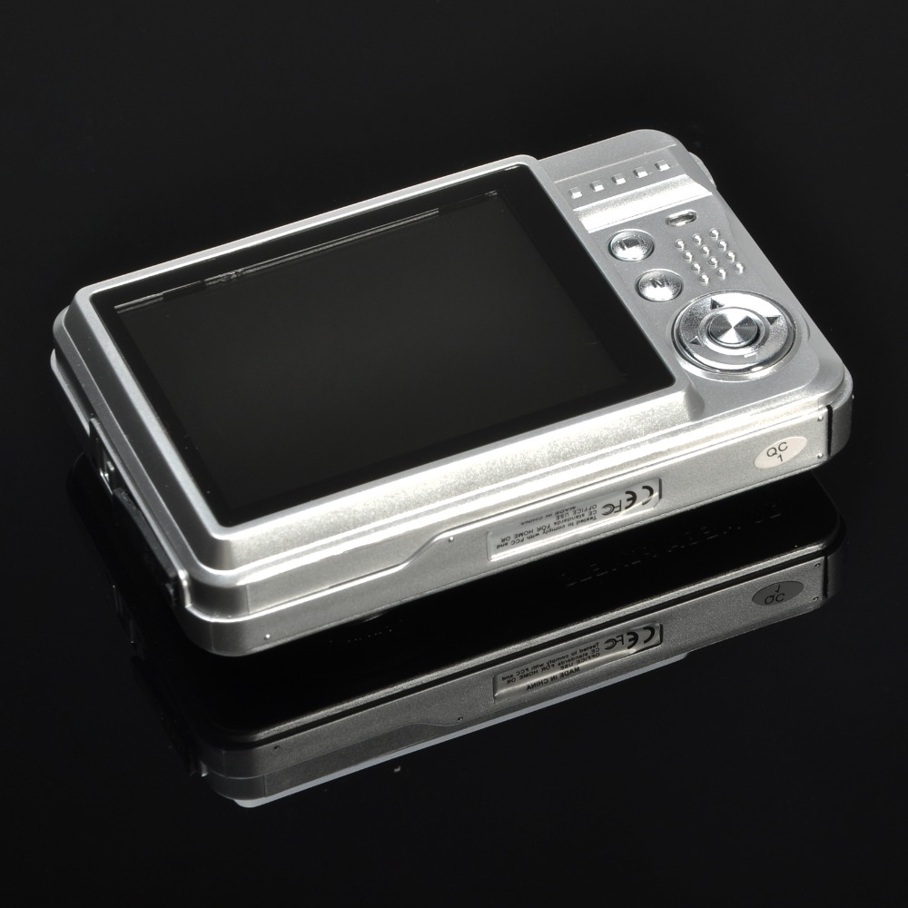 Brand New Digital Camera 8x Digital Zoom Digital Photo Frame 2.7 inch 5MP COMS HD 18MP Resolution Video Recoding Silver Color(China (Mainland))