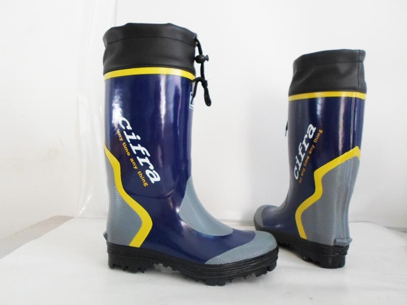 Male fashion gaotong slip resistant rubber nail rain boots for Rubber fishing boots