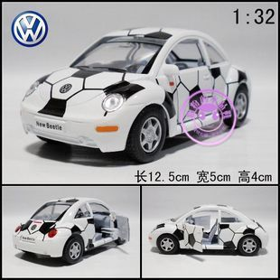 New Volkswagen Beetle Painted with Footballs 1:32 Diecast Model Car White Toy collection B134(China (Mainland))