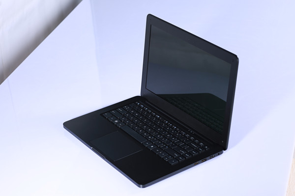 13.3 Inch Laptop Computer IntelCeleron J1900 1.8GHz quad core 2GB 320GB HDD Win7 Camera 1.3M HDMI Composite material CASE(China (Mainland))