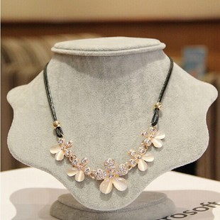 2015 Exo Fine Jewelry Sweet Little Fresh Rose Flowers Flash Opal Rinestron Necklace Collarbone Chain Decorated Female Shipping(China (Mainland))