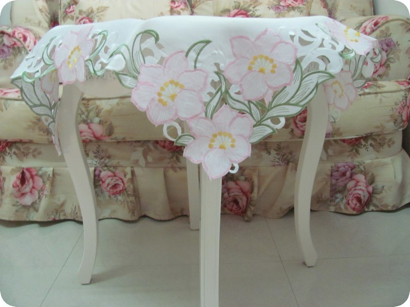 Sweet Lily Flowers embroidered table cloth Size:85X85CM(China (Mainland))