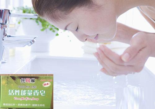 tourmaline soap skin lightening soap handmade bleaching whitening natural tourmaline bamboo active energy soap black soap 70g(China (Mainland))