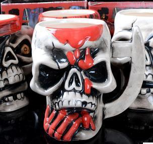 Creative personalized pirate skull bottle ceramic handmade bone coffee cups beer mugs nespresso thermomug canecas tea milk(China (Mainland))