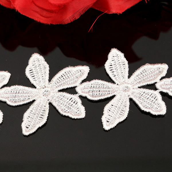 New Flower Pattern Embroidered Lace Ed ge Trim Home Applique DIY Sewing Craft Ribbon Wedding Accessory