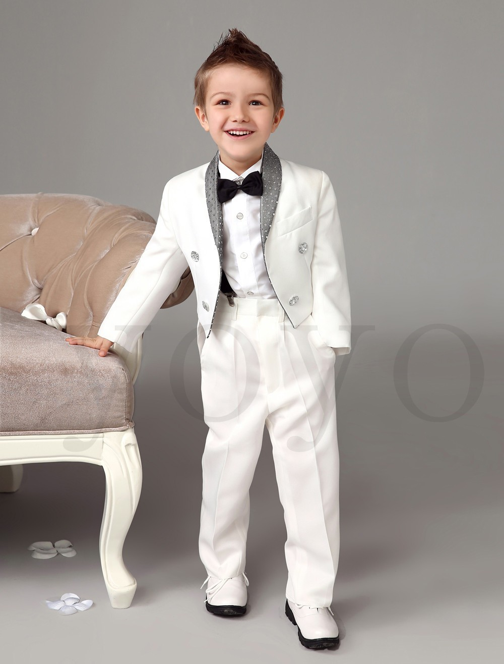 Many online childrens formal wear retailers, such as ganjamoney.tk and ganjamoney.tk offer discounts and incentives for ordering online. So, it's possible to find a great communion dress or outfit that is also high-quality, without spending a fortune.
