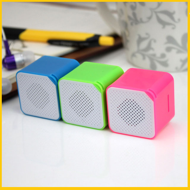 2015 New Fashion Portable Mini MP3 Player Support Card Campaign MP3 Music Player Built in Speaker