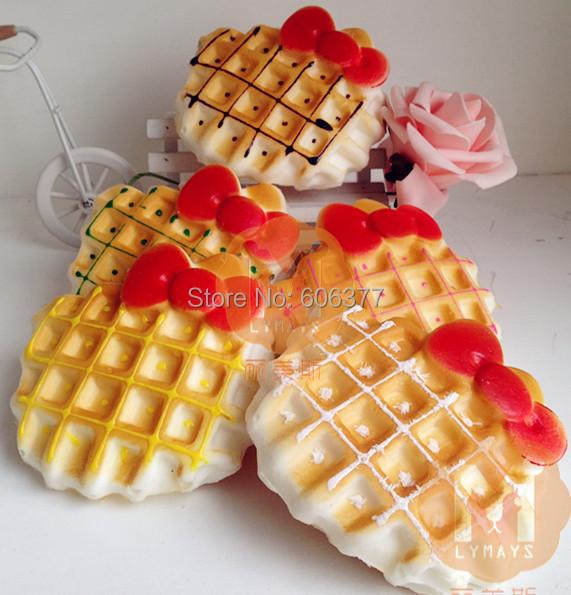 10cm Jumbo Hello Kitty Bow Waffle Cake Squishy Charm / Bag Decorations / Decompression Toys