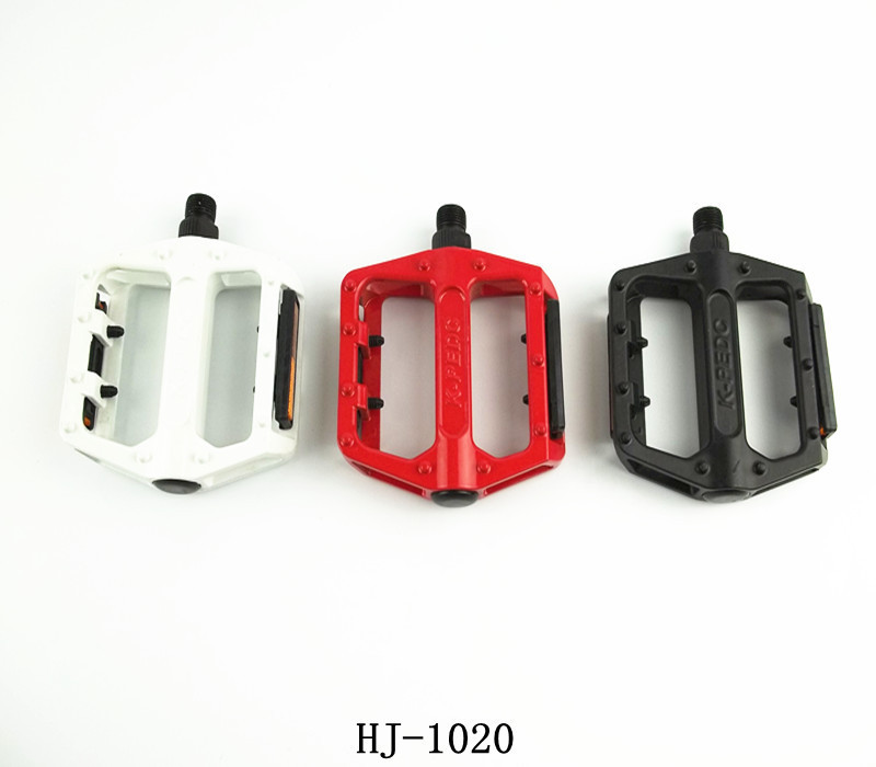 Free shipping WAKE High Quality Mountain Bike Pedals Road Cycling Ball Bearing Pedals Bicycle Pedals black Red White(China (Mainland))