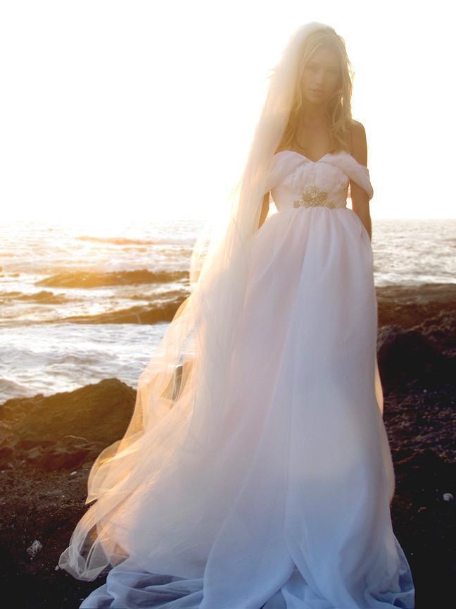Summer style backless beach wedding dresses flowing Boho wedding dress a line
