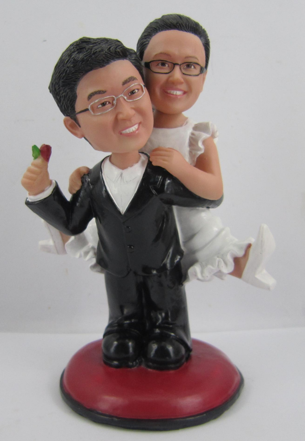 Personalized bobblehead doll carry me wedding gift wedding decoration fixed polyresin body + polyresin head Custom doll(China (Mainland))