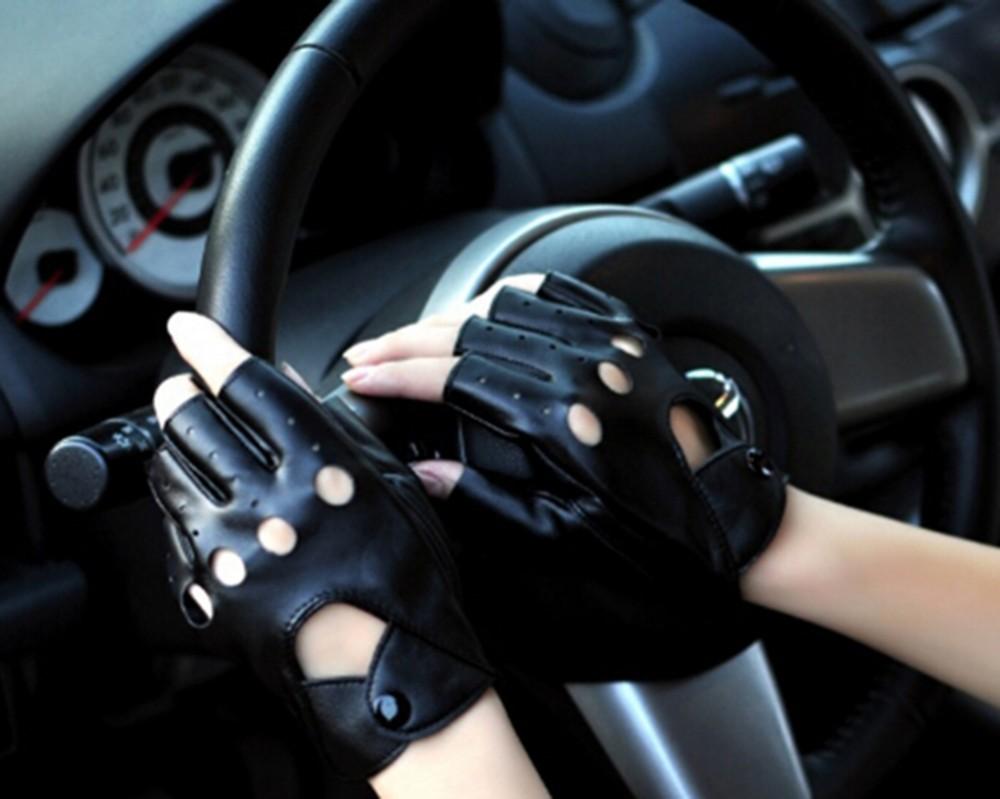 2015 открытый выдалбливают наручные варежки половина палец вождения женщины перчатки 1 шт. искусственная кожа перчатки без пальцев для женщин мужчины черный