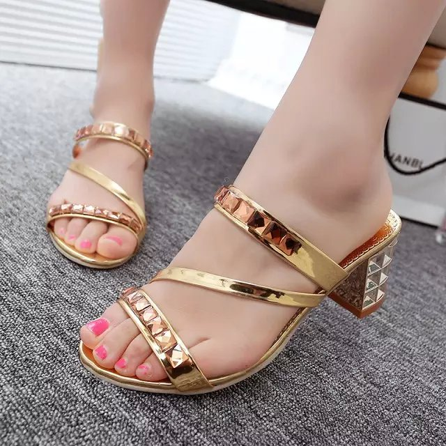 Discount women rhinestone sandals thick square heel slip on sandals summer ladies shoes party shoes plus size 36-40(China (Mainland))