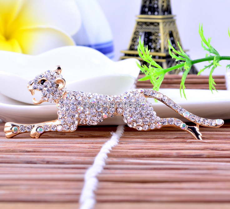 Unique Alloy Breast Pin Shiny running Leopard Shape Brooch Women and men Beauty High-grade cartoon rhinestone broches lapel pins(China (Mainland))