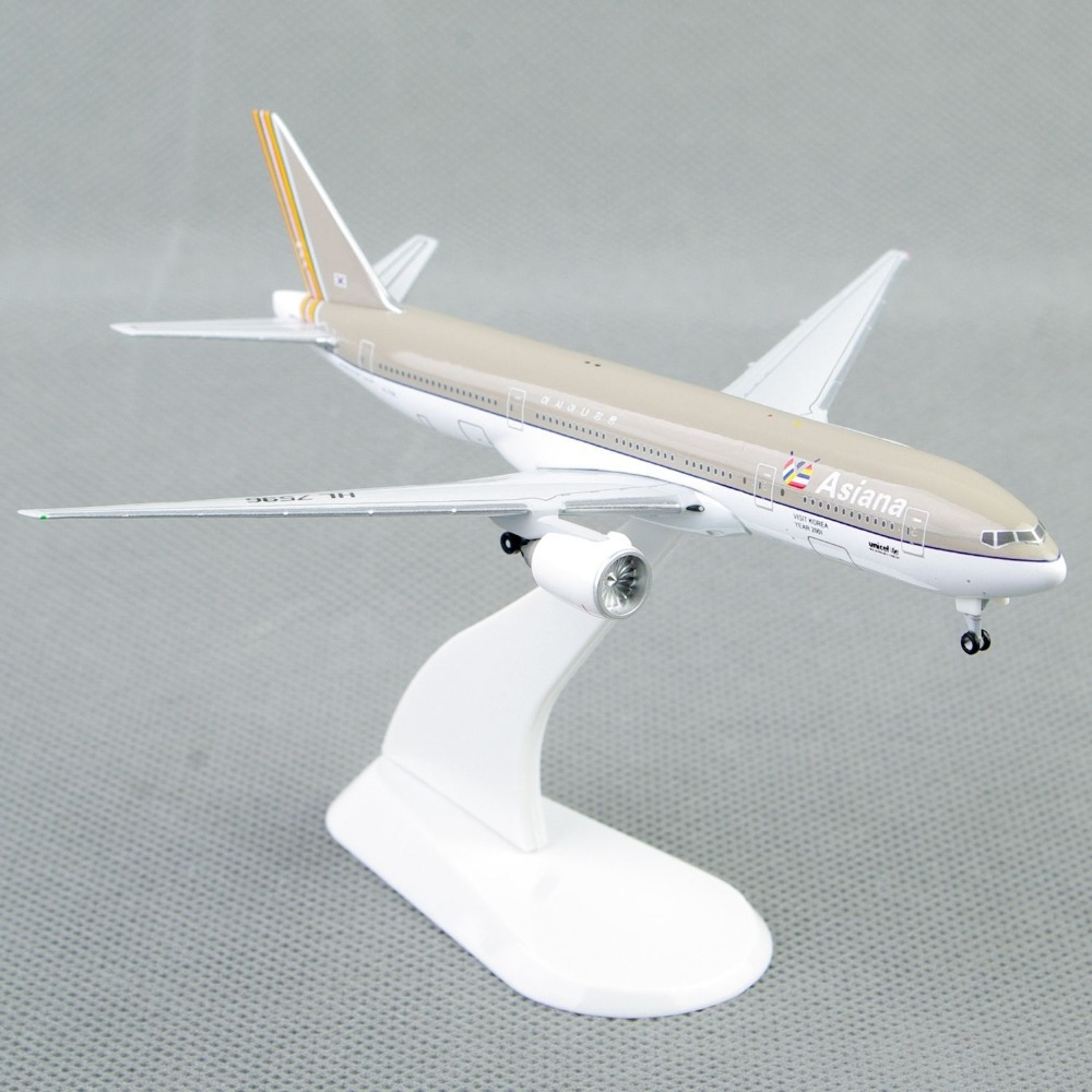 Mini 1:500 Scale Model Airplane Toys Asiana Airlines Boeing 777-200 Diecast Aircraft Air Plane Precision Model Gift Collection(China (Mainland))