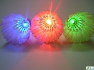 Free shpping!!5pics LED light Badminton shuttlecocks/party shuttles/Night shuttles Composite cork+seleceted Goose feathers(China (Mainland))