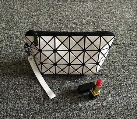 Fashion Geometric Zipper Cosmetic Bag Women Laser Flash Diamond Leather Makeup Bag Ladies Cosmetics Organizer New Trend 2016(China (Mainland))