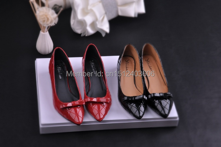 2015 women Fashion diamond designer bow shallow mouth pointed toe thick heel hot red shoes casual med heels free shipping(China (Mainland))