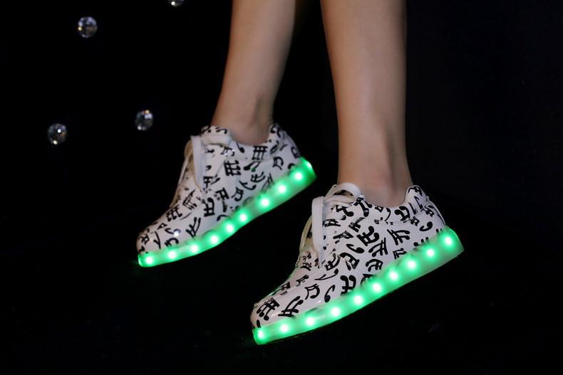 2016 Новых Людей Женская Обувь Световой USB Зарядки Красочный СВЕТОДИОДНЫЕ музыка огни Обувь Повседневная Квартиры Обувь Zapatos Hombre Mujer