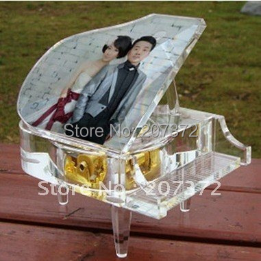 Free shipping!! Clear Crystal Glass Modern Piano Customize Free Photo Clockwork Type Music Box For Wedding Gift, Home Decoration(China (Mainland))