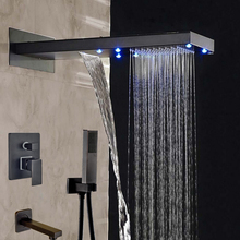 Venta al por mayor y al por menor LED de lluvia y cascada aceitado bronce cabeza de ducha montado en la pared ducha grifo de la bañera del tubo de salida W / ducha de mano(China (Mainland))