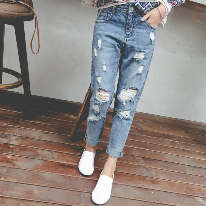 Прорезь в джинсах между ног у телки 1 фотография