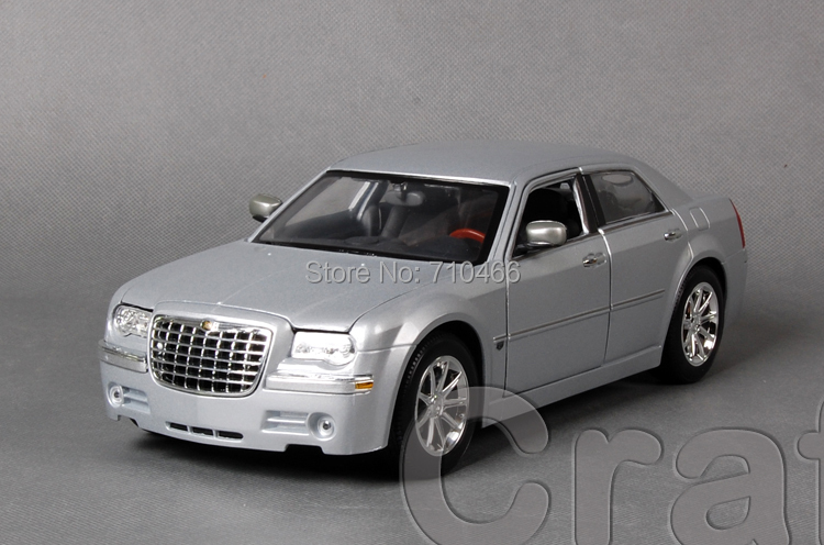 Silver 1/18 Maisto Chrysler 300C FCA Classical Diecast Model Car Miniature Scale Models Alloy Vehicle Brinquedos(China (Mainland))