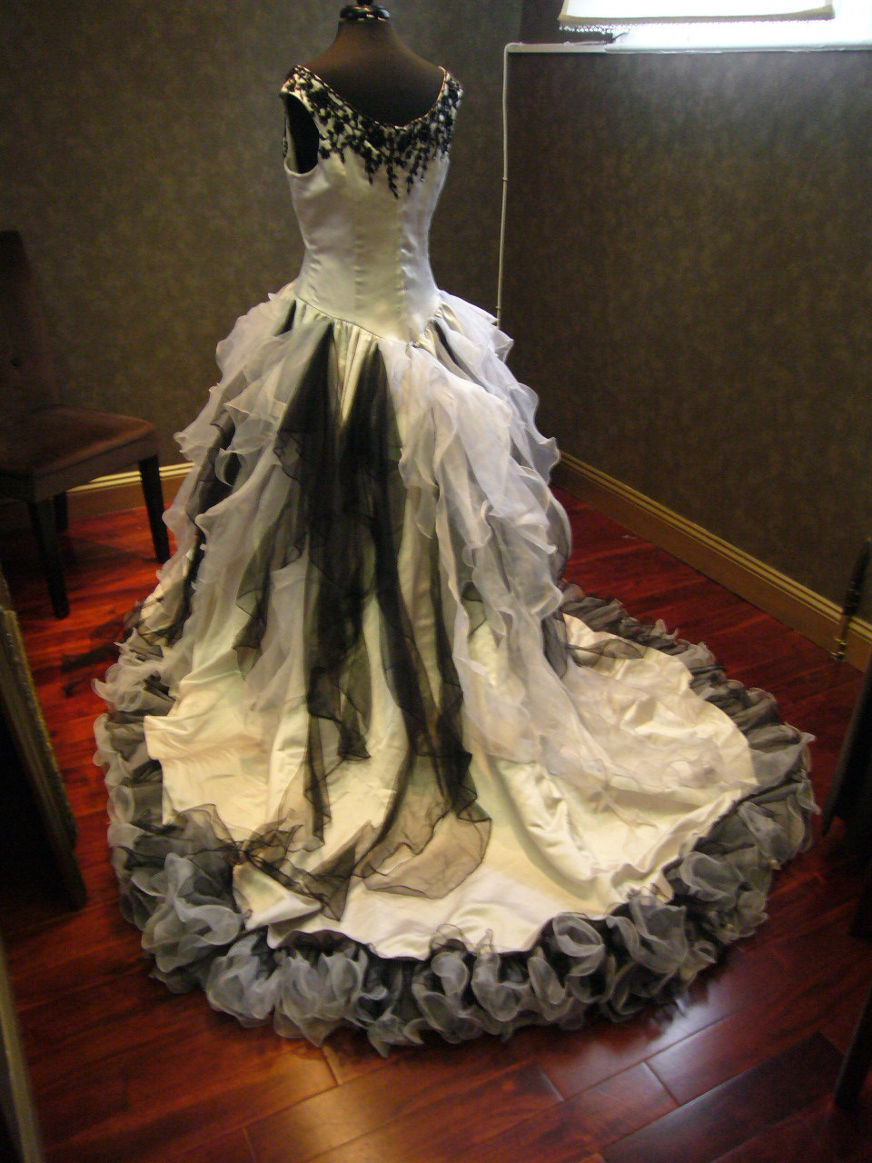 Vintage victorian wedding dress church gothic bridal for Victorian corset wedding dresses