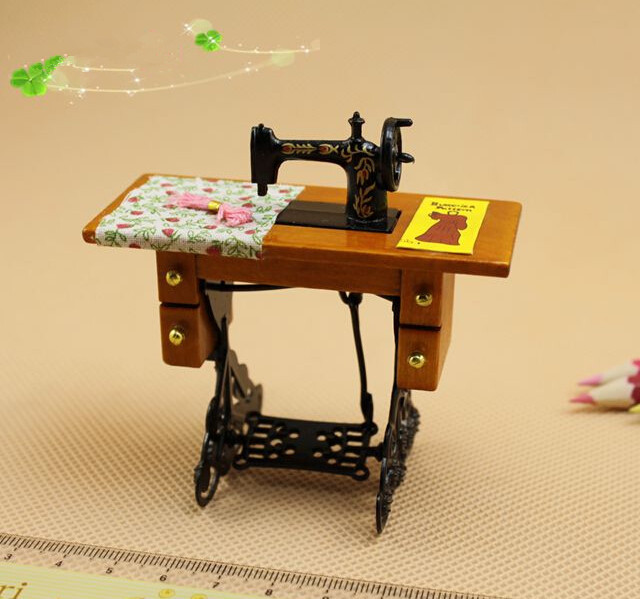Free Shipping Funny Dollhouse Mini Vintage Sewing Machine Toys Miniature House ,Metal Wooden Table Cloth Thread Toy for Kids(China (Mainland))