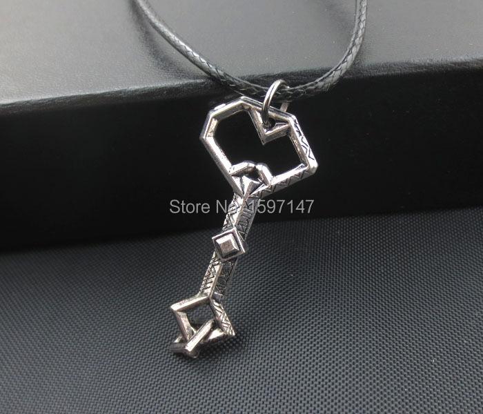 10pcs/lot The Hobbit Thorin Oakenshield Pendant Necklace The Fashion Movie Hobbit Treasure Key Vintage Necklace<br><br>Aliexpress