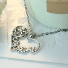New Design Fashion Luxury Retro Moon Heart Pendant Necklace Mom Family letter chain necklace jewelry women