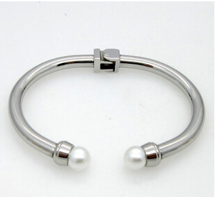 trendy classic pearl design women bangles.female stainless steel open bangle. 18k gold bracelet.factory supplier(China (Mainland))
