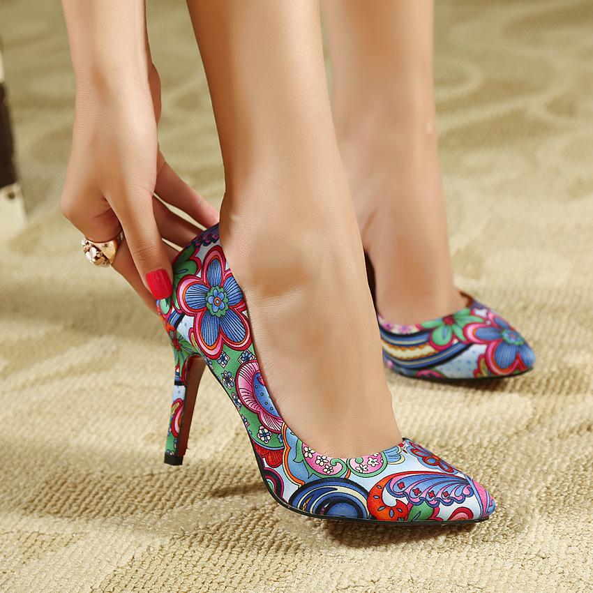Страстная блондинка в чёрных чулках и на высоких каблуках смотреть онлайн 7 фотография