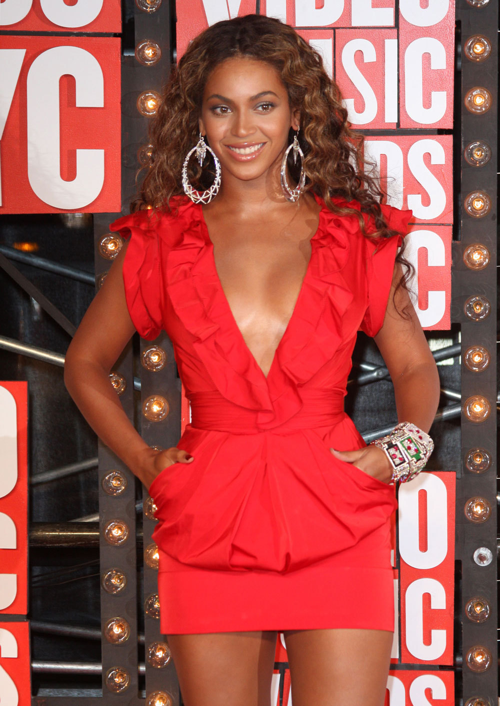 Beyonce In Red Dress - Colorful Dress Images of Archive