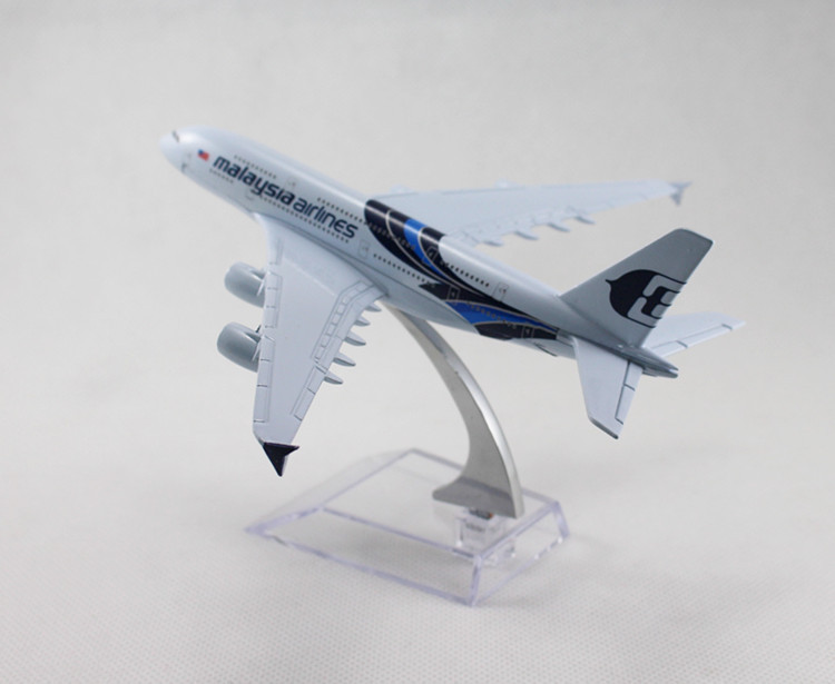 16cm Airplane Plane Model Blue Malaysia Airlines Wing A380 Aircraft Metal Model Diecasts Souvenir Toy Vehicles children gifts(China (Mainland))